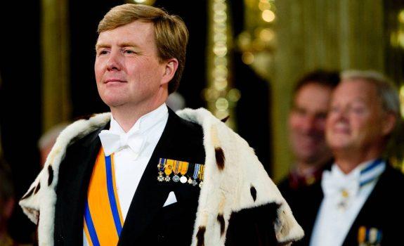 Ken jij de echte Koning - koning Willem-Alexander met mantel