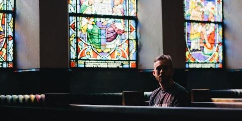 Kan ik geloven in God zonder kerk - klein