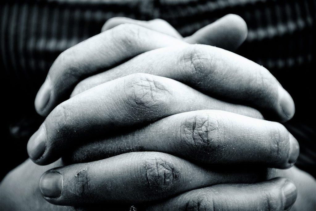 Hoe moet je bidden - gevouwen handen
